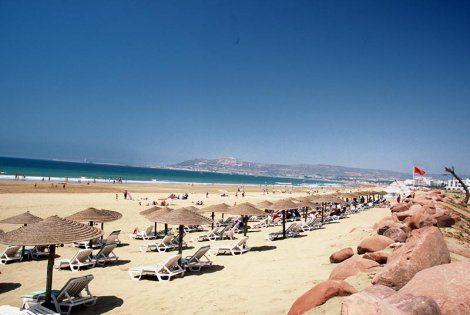 http://static.partirpascher.com/photos/vacances-maroc/agadir/plage-palais-des-roses_3861_pghd.jpg